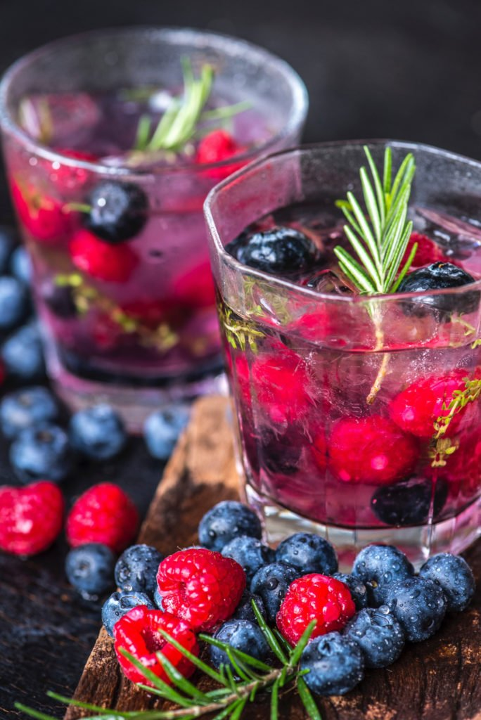 Detox water recipes Anti-Aging Herb & Berry Detox Water To Fight Bloating