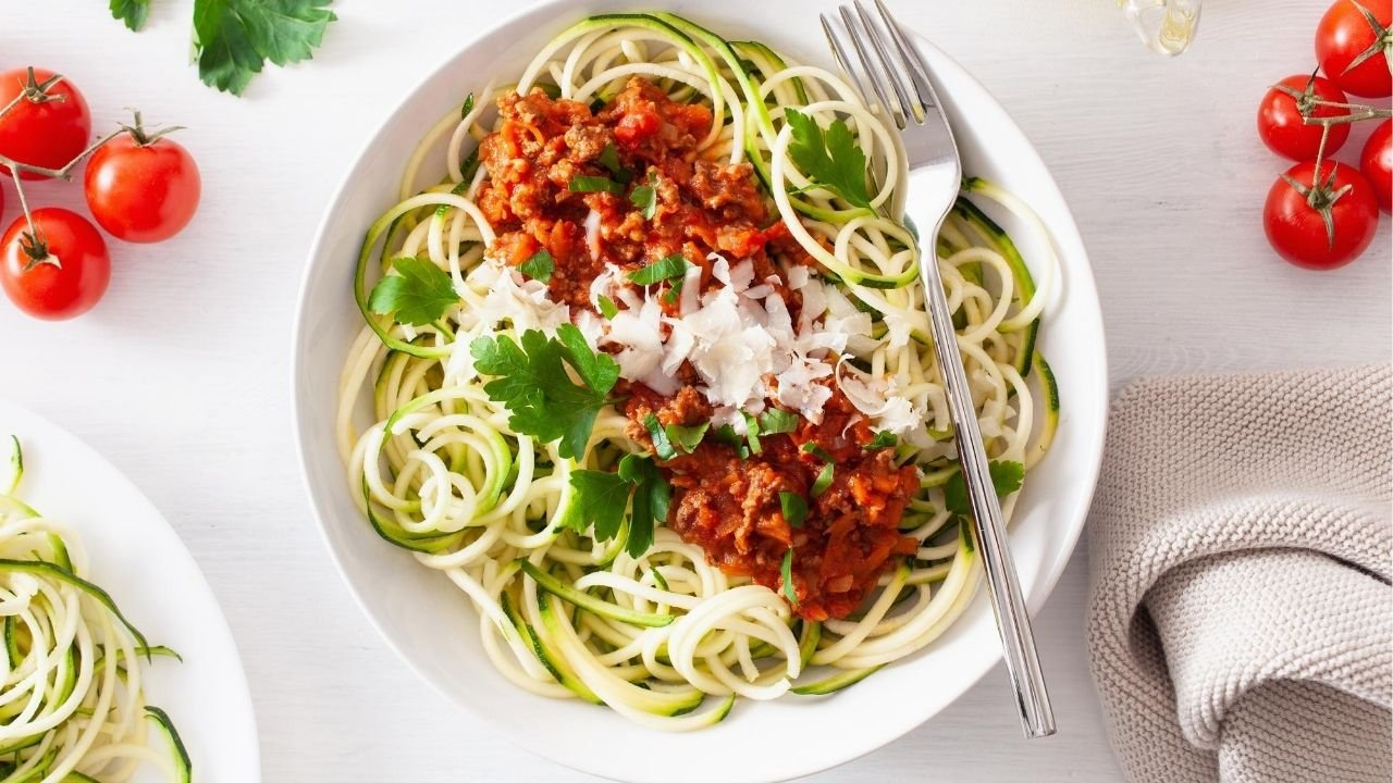 How To Make Healthy Pasta Sauce (& Zucchini Noodles)