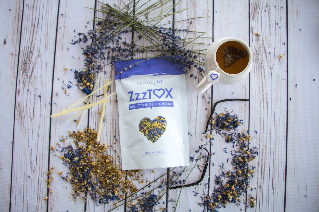 A sachet and a cup of ZzzTox SkinnyFit tea with the best essential oils for sleeping
